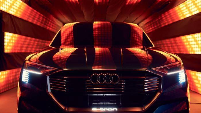 Audi e-tron quattro concept >> Réservation 2018