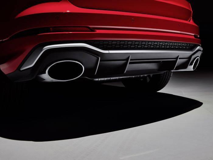 Nouvelle Audi RSQ3 2020 rouge sortie échappemement