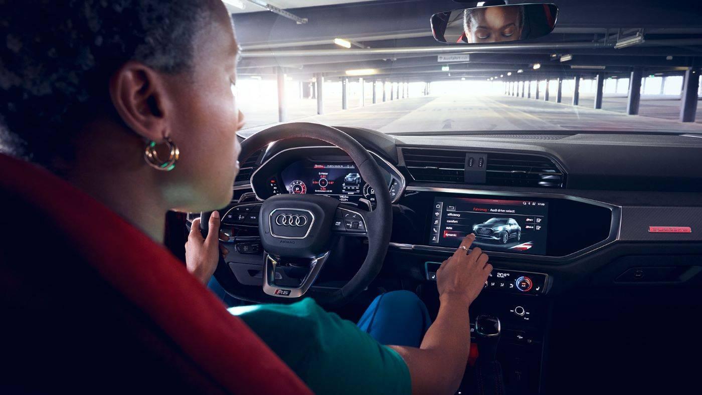 Nouvelle Audi RSQ3 2020 intérieur noir