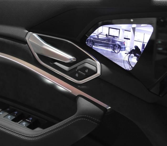 Audi e-tron écran portière rétroviseur virtuel