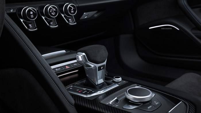 Audi R8 Spyder V10 quattro intérieur boite vitesse