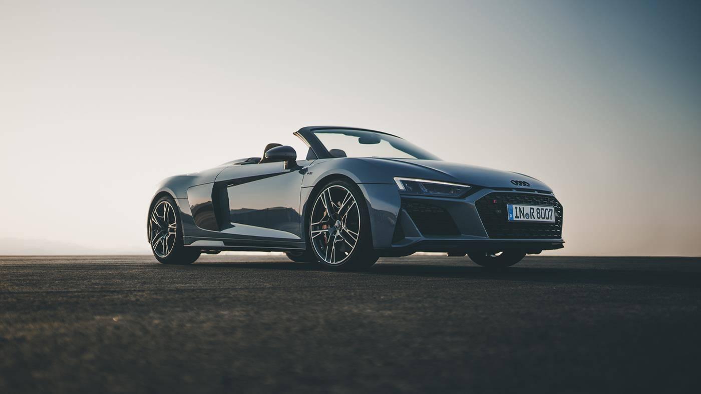 Audi R8 Spyder V10 quattro 3/4 avant grise