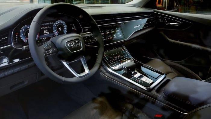 Audi Q8 > Cokpit intérieur 700