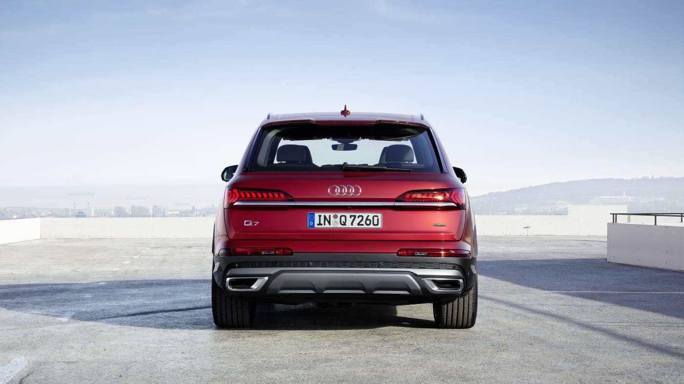 Nouvelle Audi Q7 2019 2020 rouge arrière
