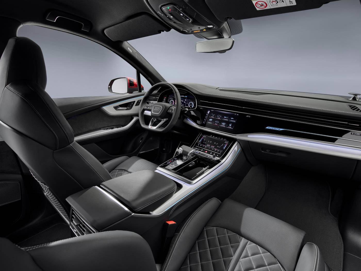 Nouvelle Audi Q7 2019 2020 rouge intérieur