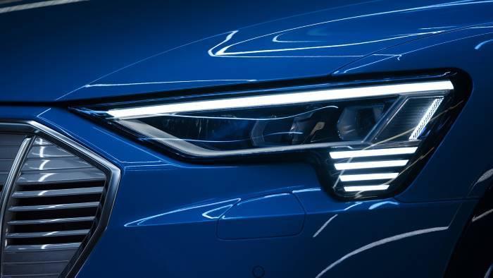 Audi e-tron phares avant Oled