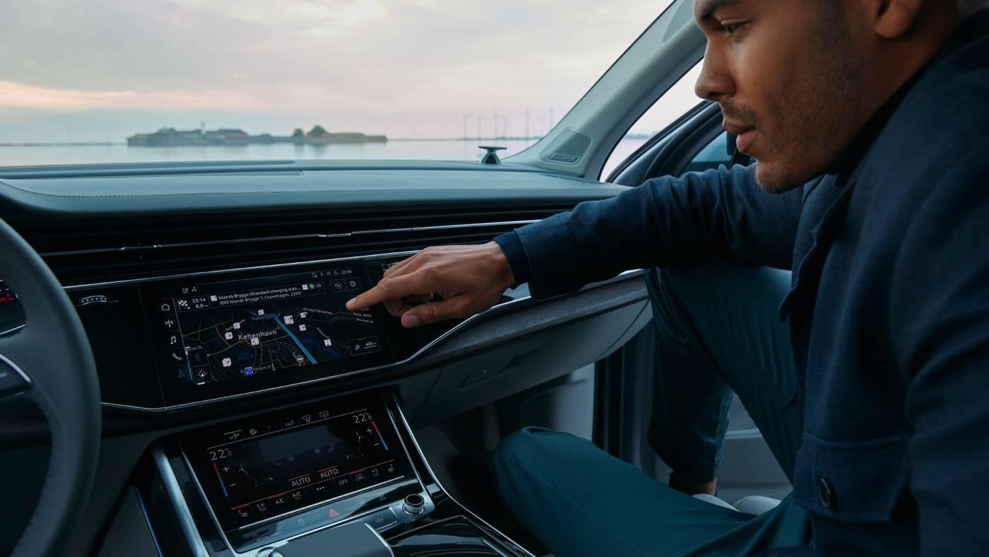 Audi Q7 TFSI e hybride intérieur cockpit