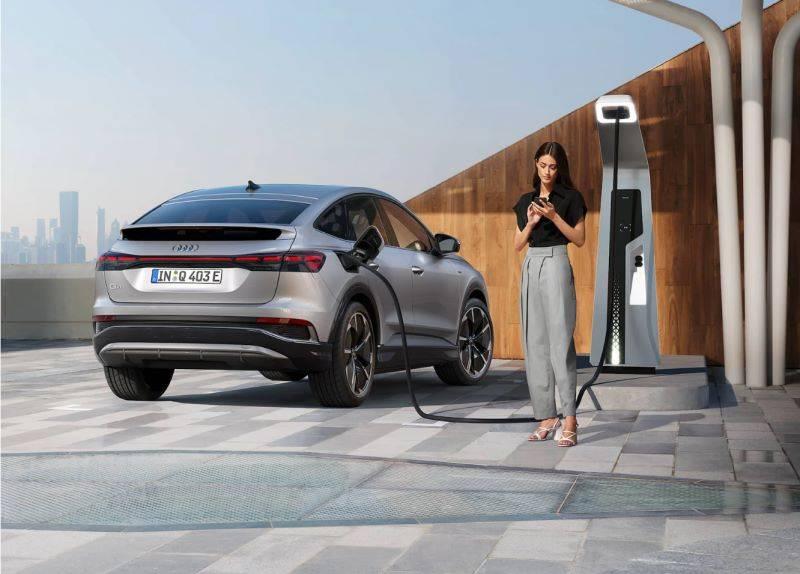Audi Q4 électrique charge rapide route réseau