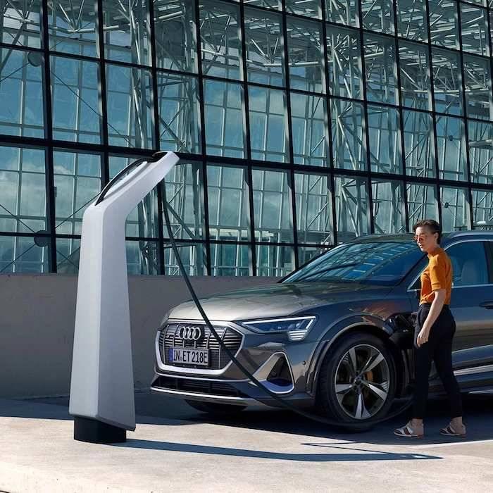 Audi borne public station recharge électrique etro