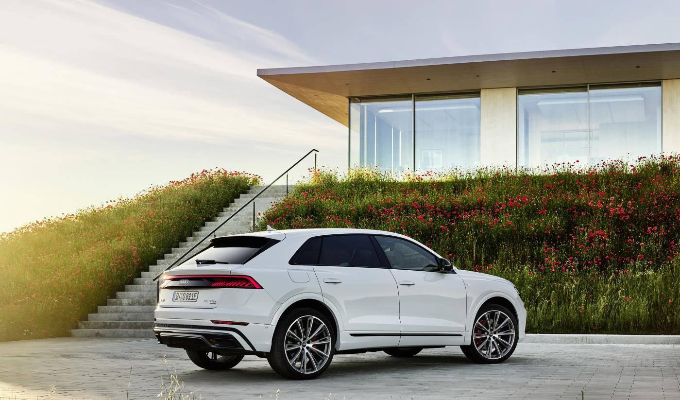 Audi Q8 TFSIe hybride rechargeable photo arrière