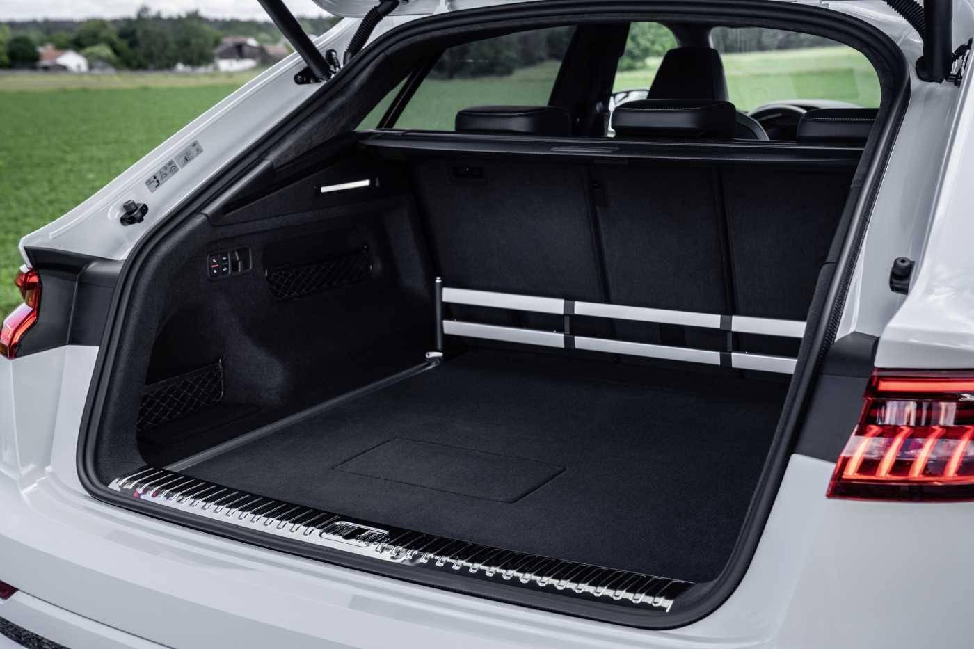 Audi Q8 TFSIe hybride rechargeable coffre volume