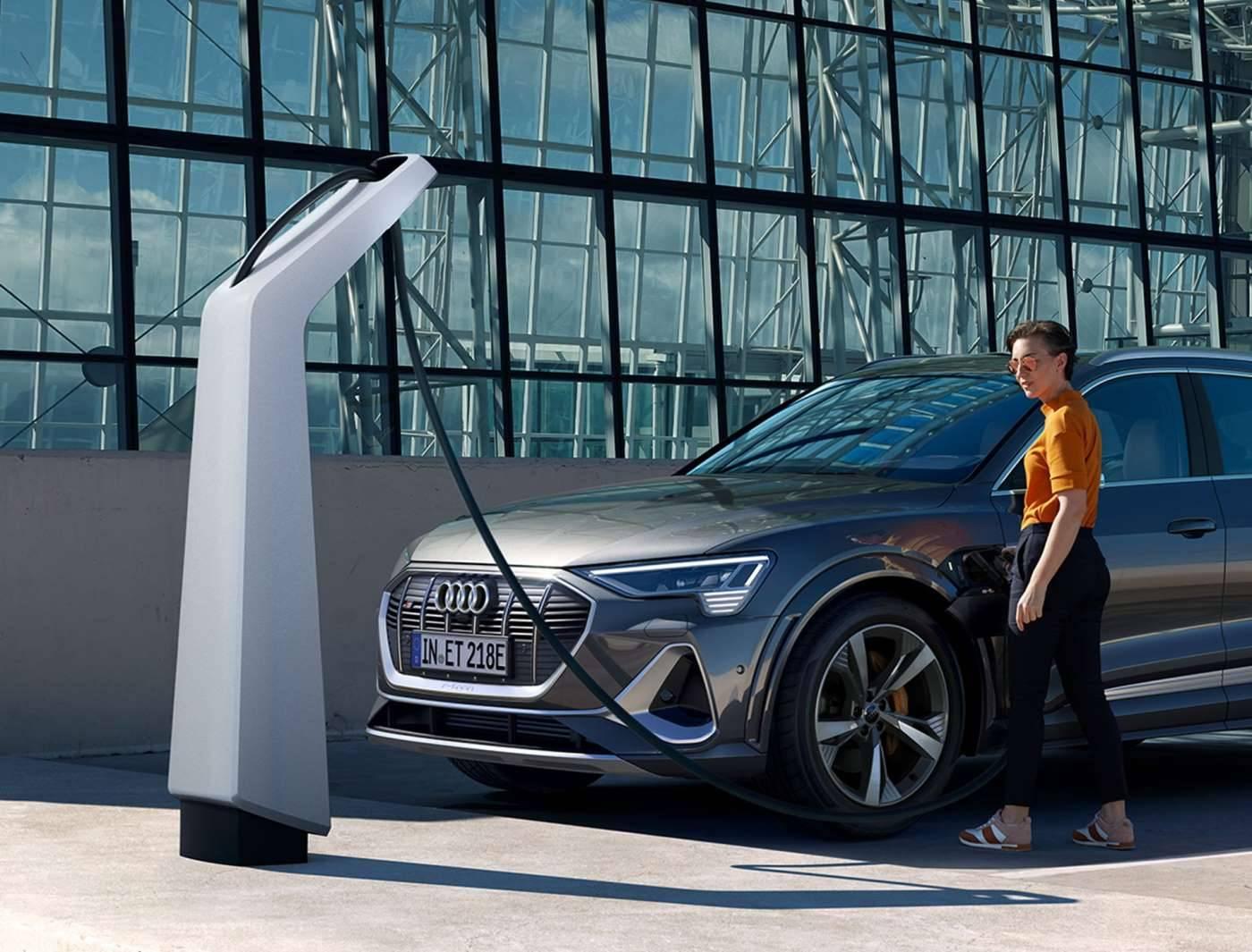 Nouvelle Audi etron S électrique recharge brancher