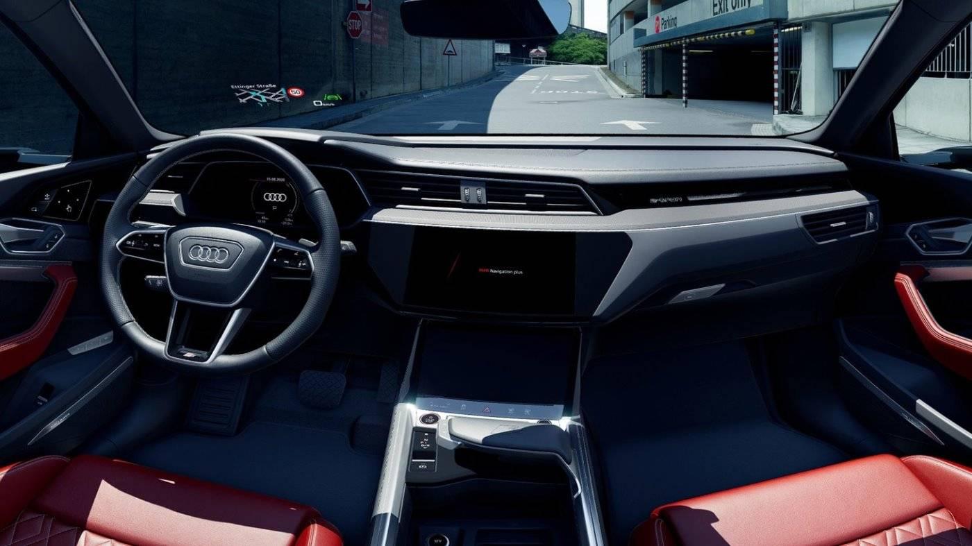 Audi e-tron S Sportback electrique intérieur rouge
