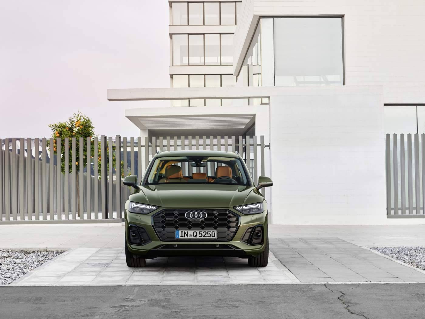 Audi Q5 2020 face photo design