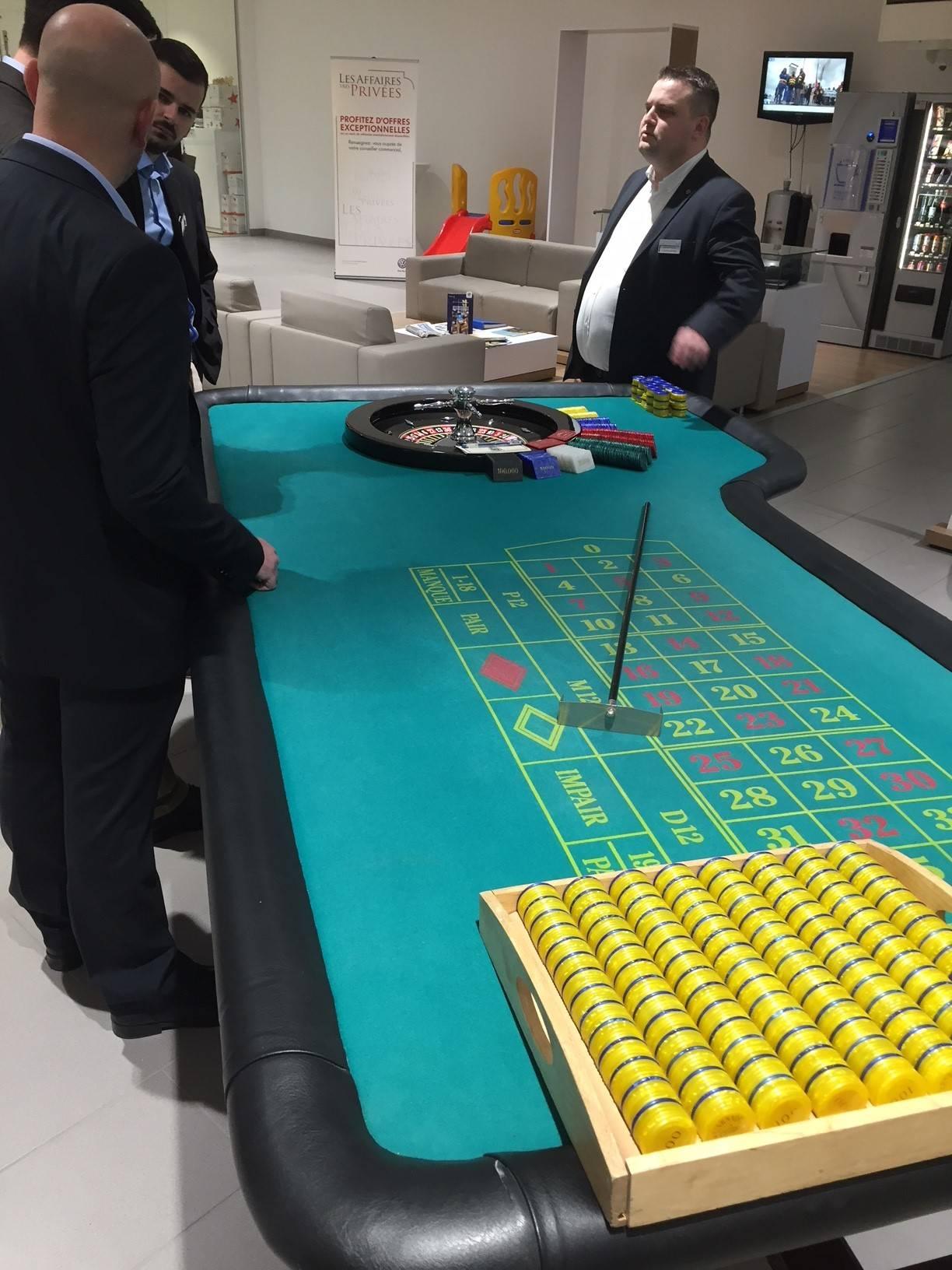 d'une table de jeux de casino bleu et verte