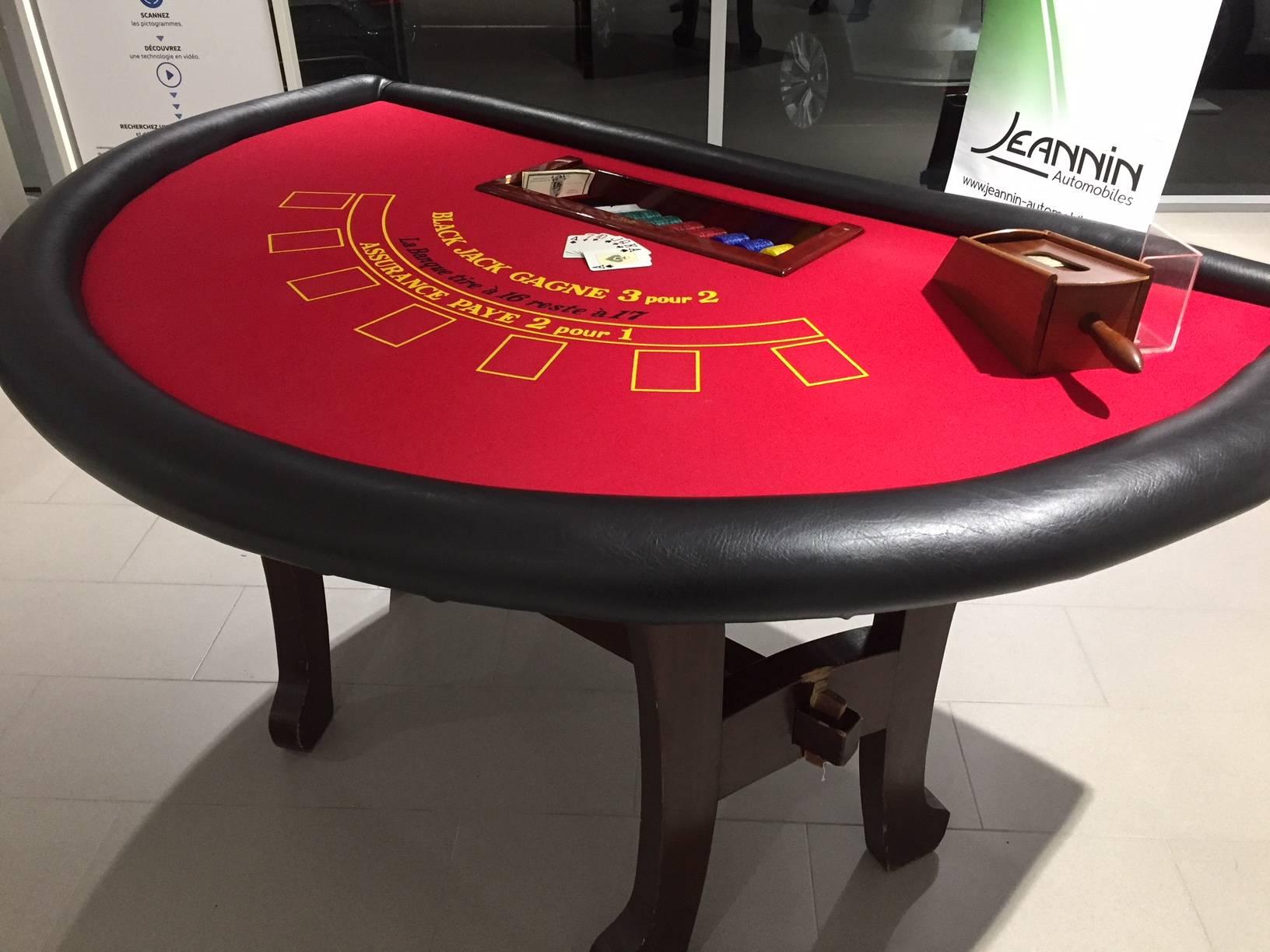 d'une table de jeux rouge de casino