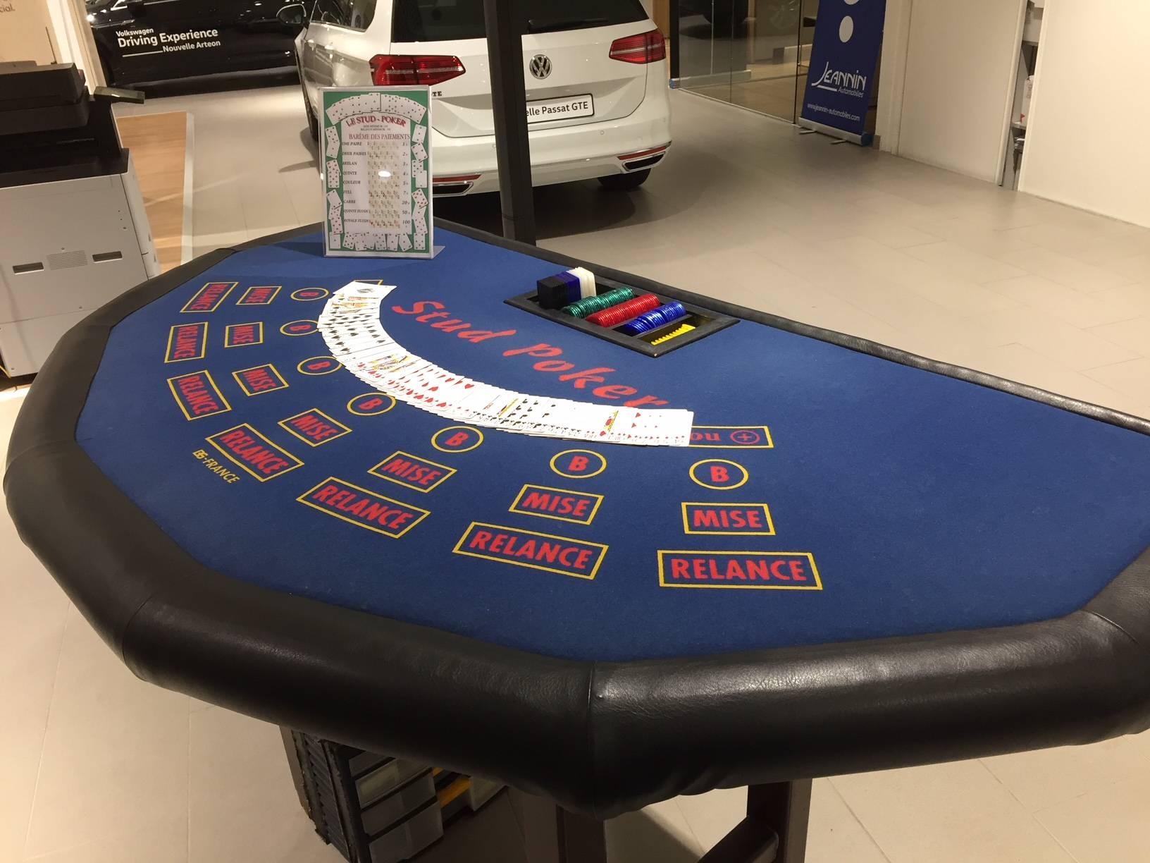 d'une table de jeux de casino bleu